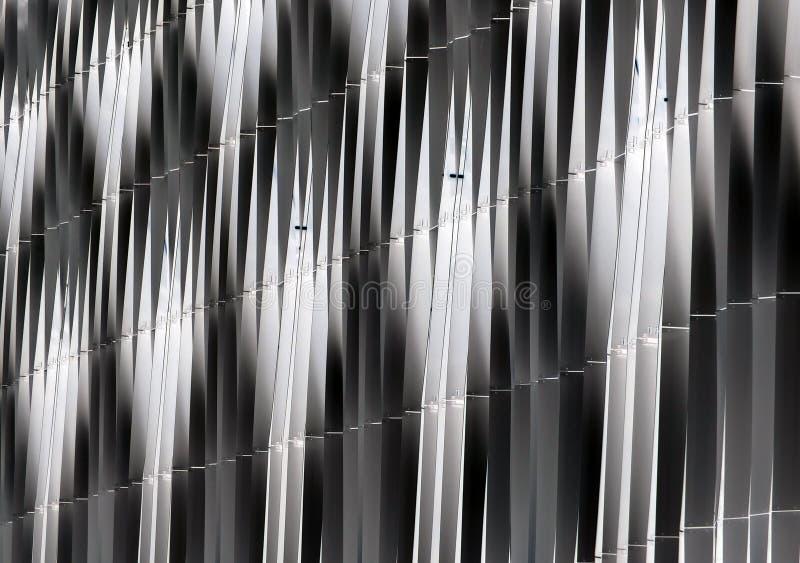 Detalle abstracto del revestimiento curvado vertical de acero fotografía de archivo libre de regalías