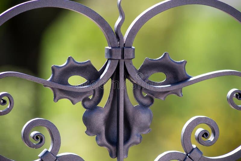 Detalle adornado de la verja del metal imagen de archivo