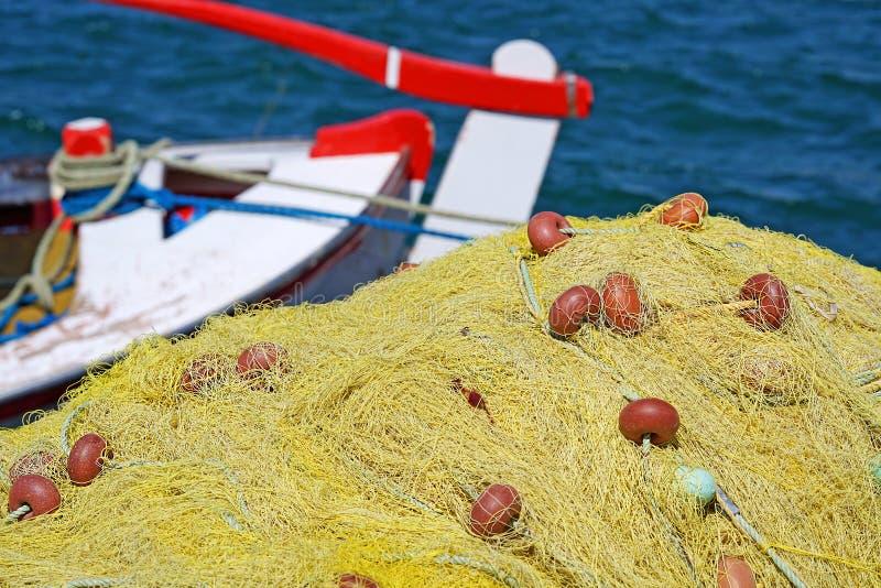 Detalle agradable de un fisherman& x27; red de s en el puerto de Parikia imagen de archivo libre de regalías