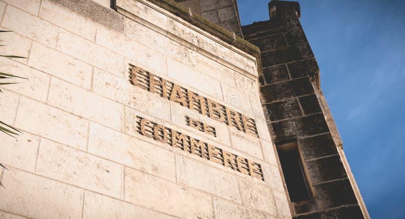 Detalle arquitectónico de Art Deco Building Consular Palace en Sete, Francia foto de archivo