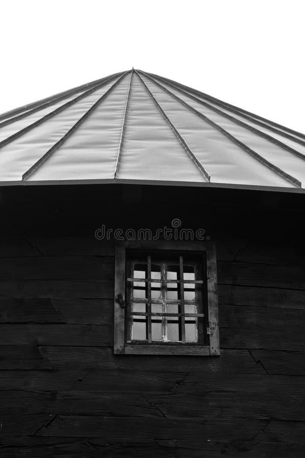 Detalle arquitectónico de la iglesia de madera vieja en la montaña Bobija fotos de archivo libres de regalías