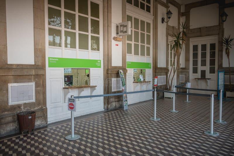Detalle arquitectónico de la pequeña estación de tren de Viana do Castelo imagen de archivo