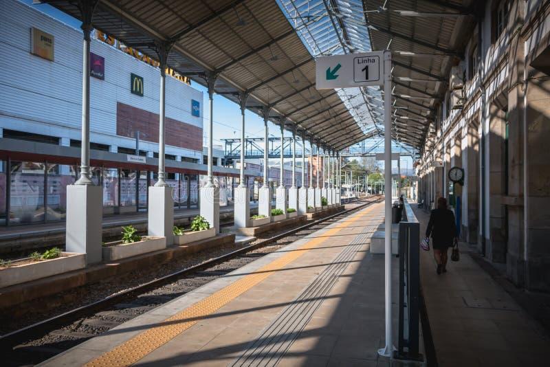 Detalle arquitectónico de la pequeña estación de tren de Viana do Castelo fotos de archivo