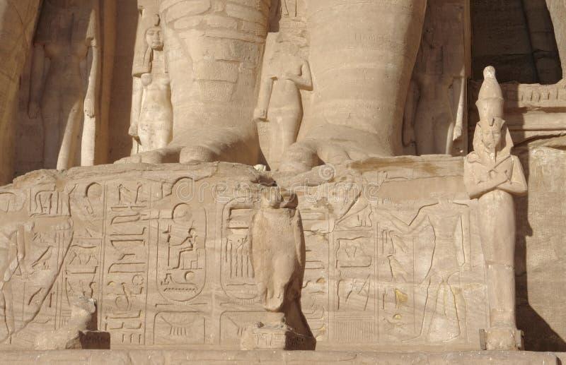 Detalle arquitectónico de los templos de Abu Simbel imagenes de archivo