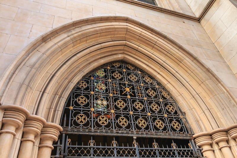 Detalle arquitectónico del frente de la catedral americana adentro imagen de archivo