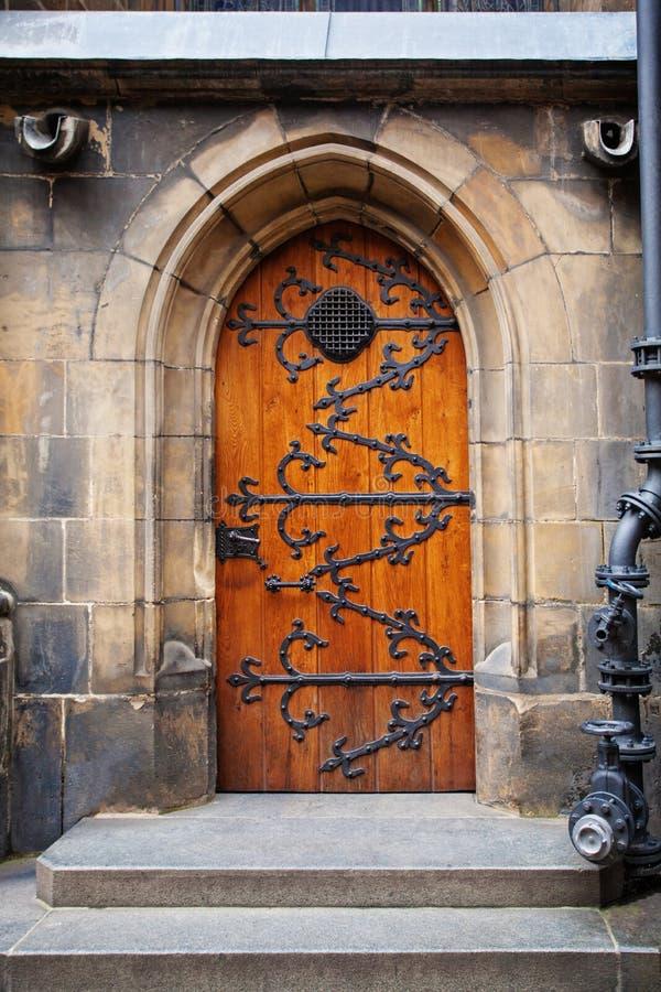 Detalle arquitectónico, primer medieval de la puerta Elemento abstracto de la arquitectura de Praga, República Checa imágenes de archivo libres de regalías