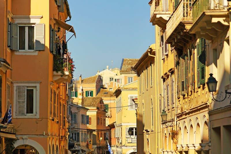 Detalle clásico de los edificios de la ciudad de Corfú, Grecia imagen de archivo libre de regalías
