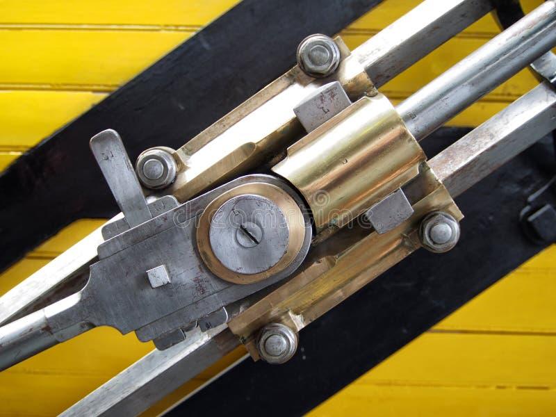 Detalle de cobre amarillo y de acero del tipo locomotora del cohete imagenes de archivo