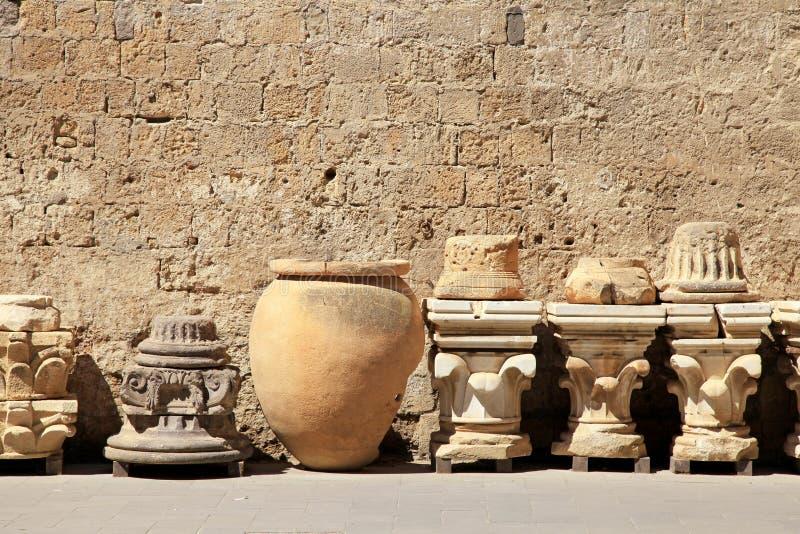 Detalle de columnas y del florero italianos antiguos fotos de archivo