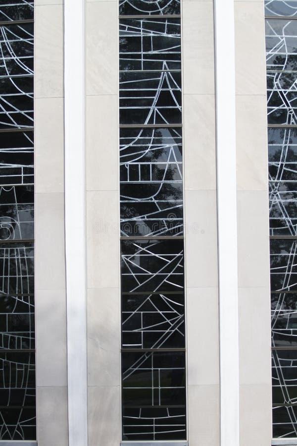 Detalle de cristal de la iglesia católica de Micheal del santo imagenes de archivo