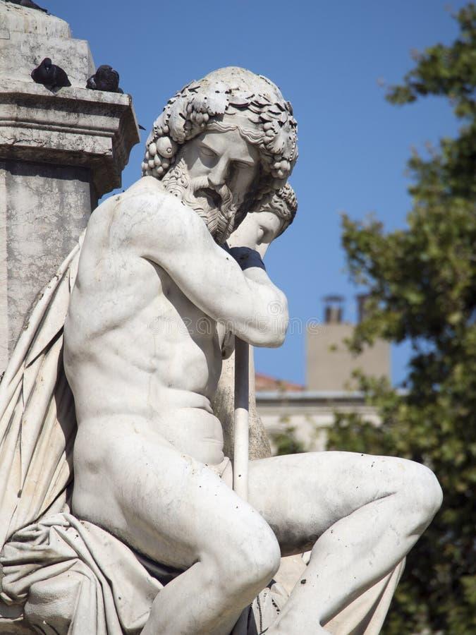 Detalle de la arquitectura de la fuente de Pradier, Nîmes, Francia fotos de archivo libres de regalías