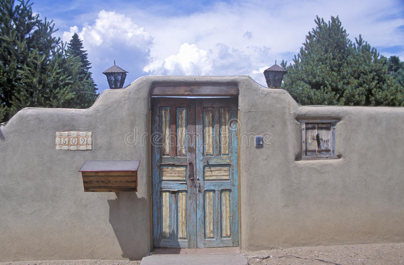Detalle de la arquitectura del adobe en Santa Fe, nanómetro imágenes de archivo libres de regalías