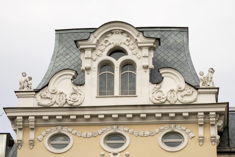 Detalle de la arquitectura del edificio viejo en Sof?a, Bulgaria Fragmento del edificio viejo Detalle de Sof?a vieja foto de archivo libre de regalías