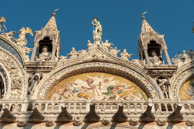 Detalle de la basílica del St Mark's en la plaza San Marco en Venecia foto de archivo