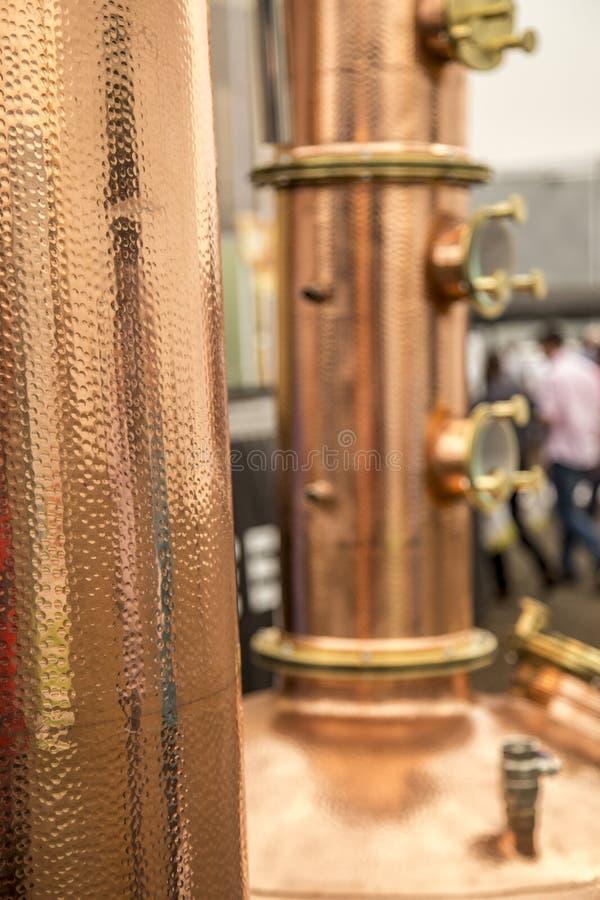 Detalle de la bebida alcohólica del destilation del alambique fotografía de archivo libre de regalías