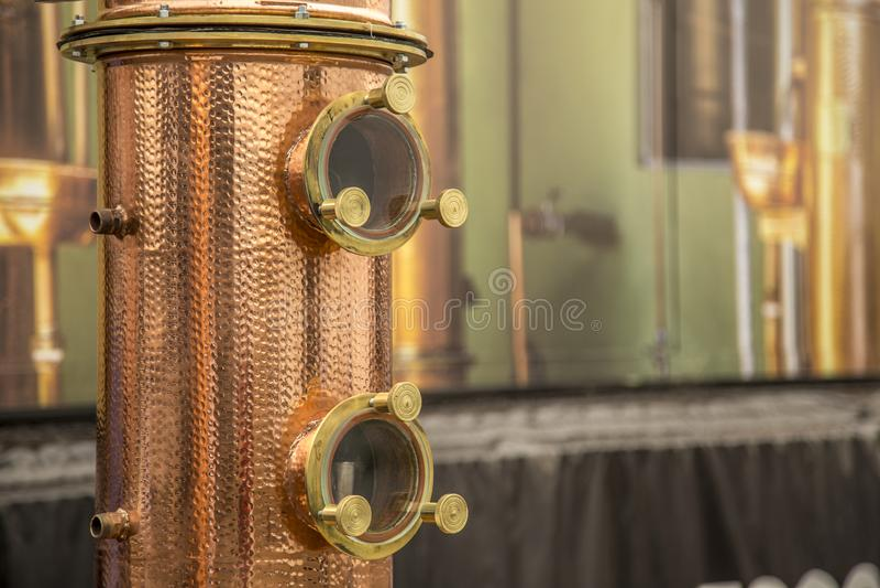 Detalle de la bebida alcohólica del destilation del alambique imágenes de archivo libres de regalías