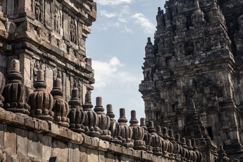 Detalle de la cantería en el templo hindú de Prambanan foto de archivo