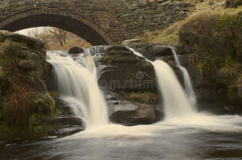 Detalle de la cascada el al frente de tres condados fotos de archivo
