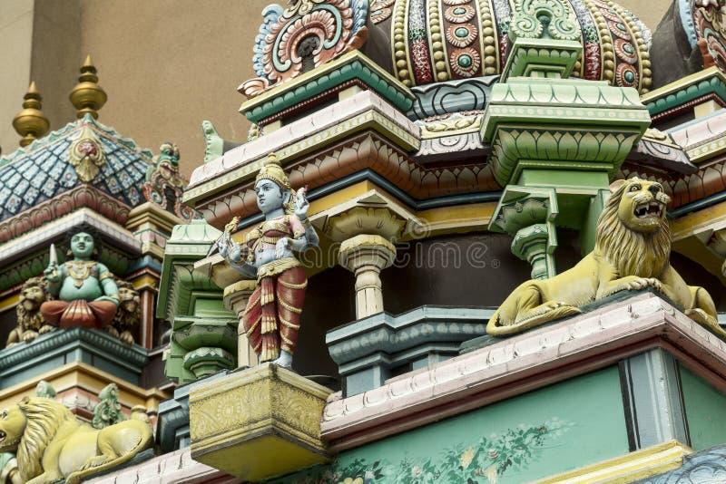 Detalle de la decoración del templo hindú imagenes de archivo