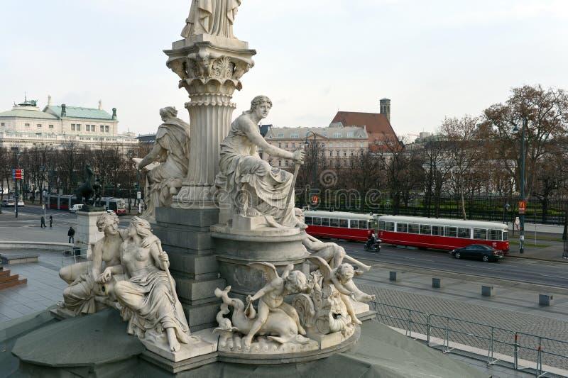 Detalle de la escultura de Pallas Athena delante del parlamento austríaco Austria fotos de archivo libres de regalías