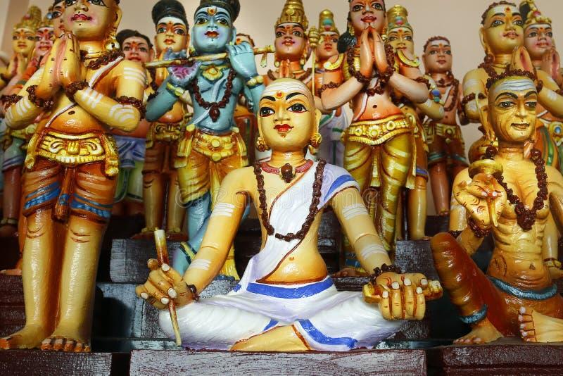 Detalle de la estatua en templo hindú imagenes de archivo