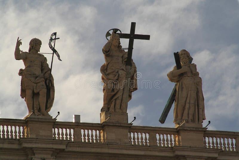 Detalle de la fachada de la basílica de San Pedro fotografía de archivo