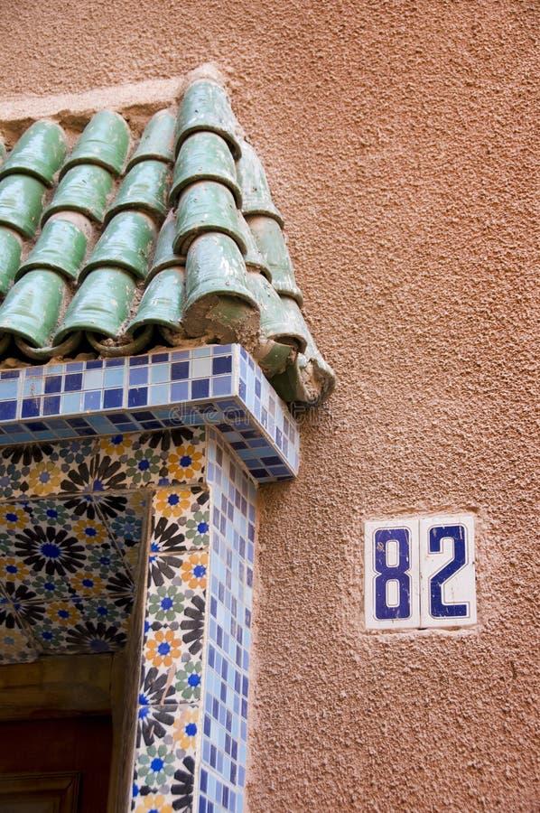 Detalle de la fachada de la casa de Maroccan fotografía de archivo