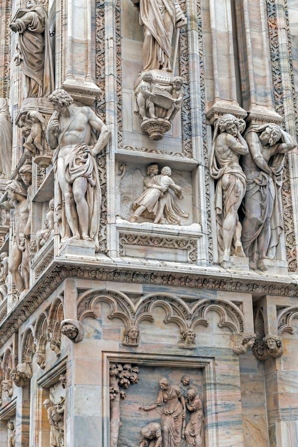 Detalle de la fachada de Milan Cathedral famoso, Italia imagenes de archivo