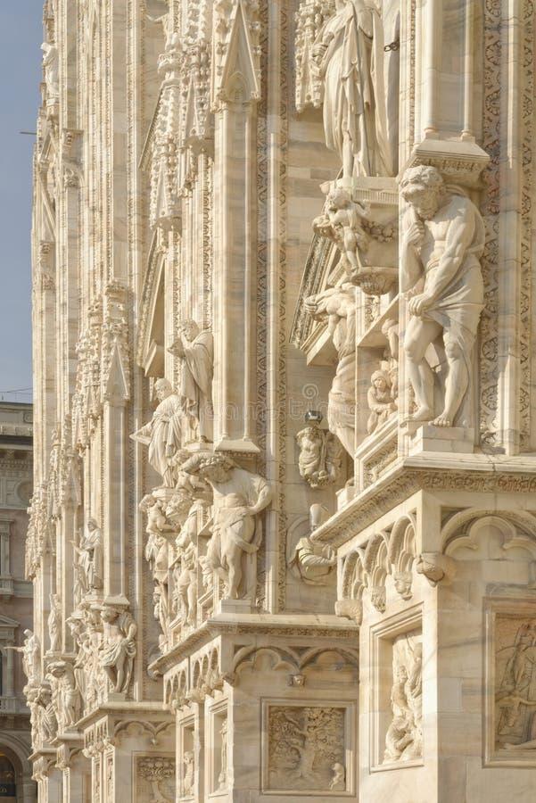 Detalle de la fachada del Duomo, Milano, Italia fotografía de archivo