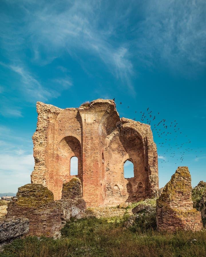 Detalle de la iglesia del ` arqueológico de Scolacium del ` del parque fotos de archivo