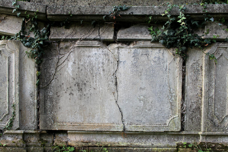 Detalle de la lápida mortuaria vieja foto de archivo