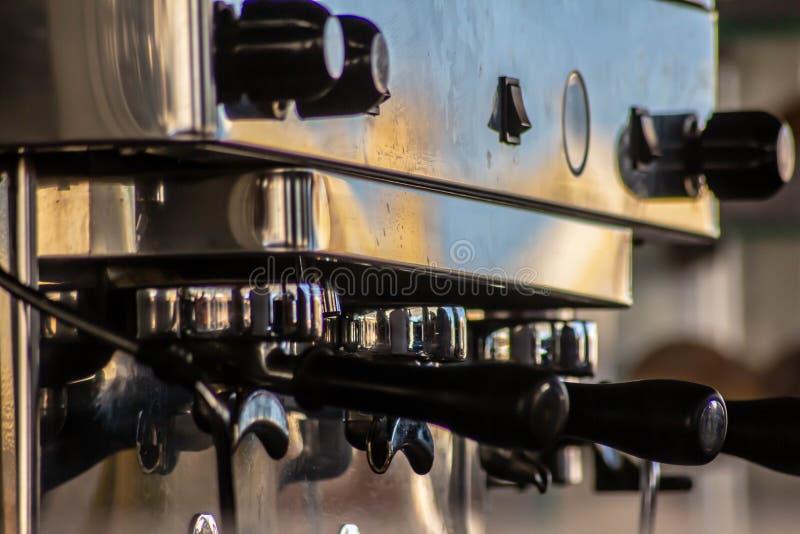 Detalle de la máquina del café del café express, ahora exportado por todo el mundo encontrado en cualquier barra que haga el buen imágenes de archivo libres de regalías