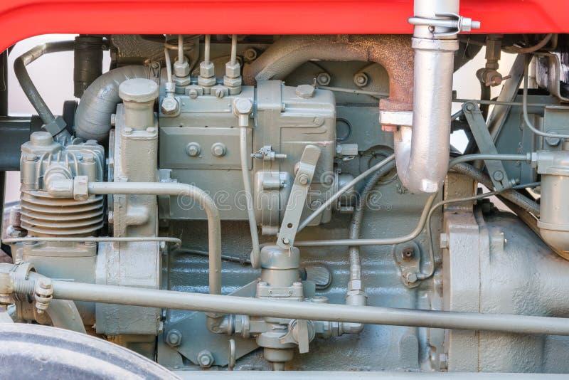Detalle de la máquina o del motor vieja del tractor Surtidor de gasolina de la pizca, compresor de aire, filtro de combustible y  foto de archivo