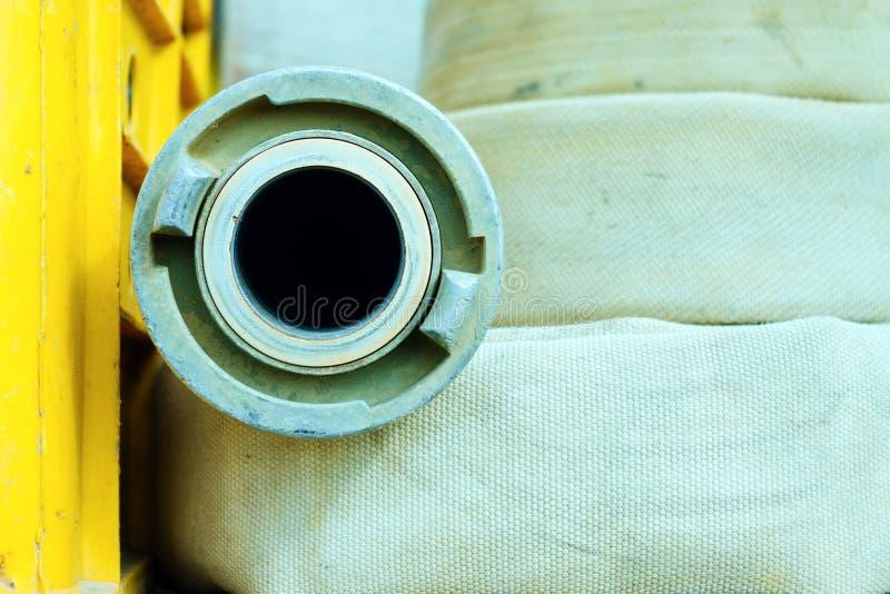 Detalle de la manguera de bomberos fotografía de archivo libre de regalías