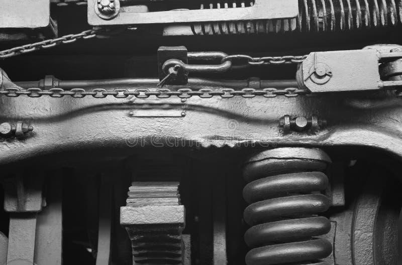 Detalle de la maquinaria de la locomotora de vapor en blanco y negro foto de archivo