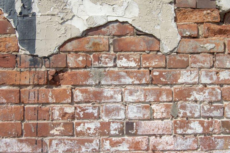 Detalle de la pared del ladrillo y del estuco fotos de archivo