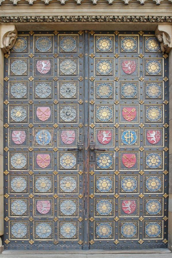 Detalle de la puerta de la iglesia gótica de San Pedro y de Paul en Vys imagen de archivo