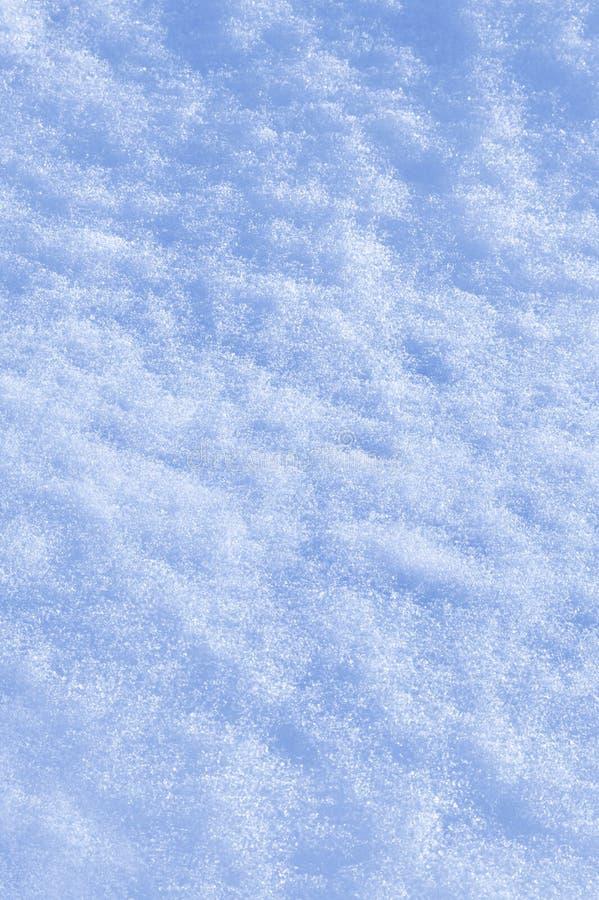 Detalle de la textura de la nieve con las sombras fotos de archivo