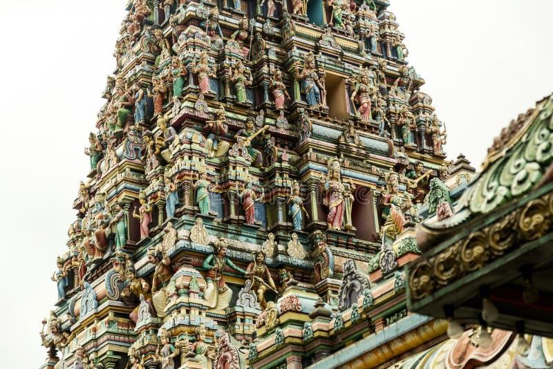 Detalle de la torre adornada del templo hindú imágenes de archivo libres de regalías