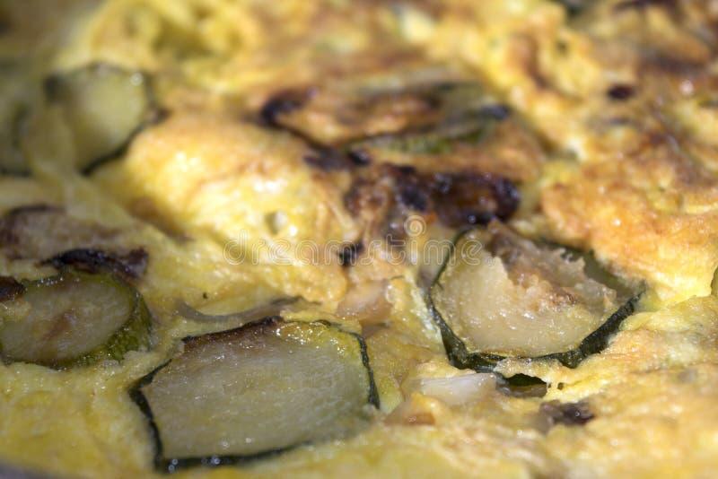 Detalle de la tortilla con el calabacín foto de archivo libre de regalías