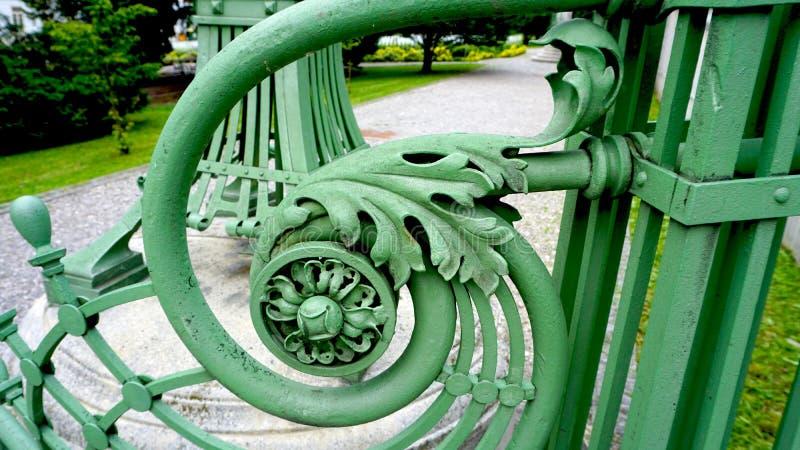 Detalle de la verja del hierro labrado foto de archivo libre de regalías