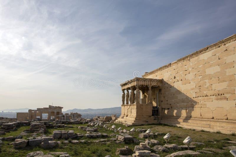 Detalle de las estatuas de las cariátides en el Parthenon en la colina de la acrópolis, Atenas, Grecia Figuras del pórtico de la  fotos de archivo libres de regalías
