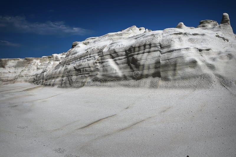 Detalle de las formaciones de roca en la isla de los Milos fotos de archivo libres de regalías