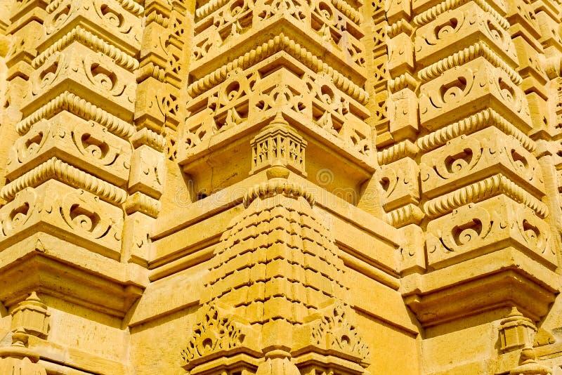 Detalle de las tallas de la piedra de la bóveda del templo de Adeshwar Nath Jain fotos de archivo