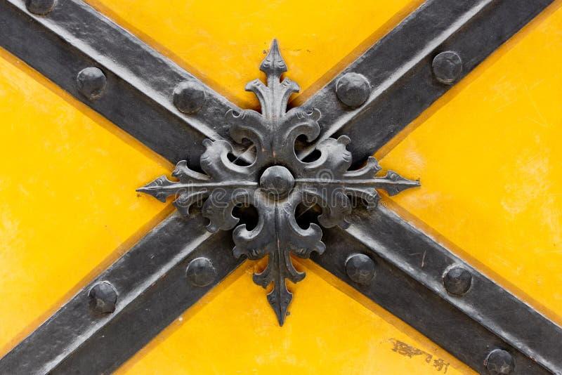 Detalle de las viejas puertas fotos de archivo libres de regalías
