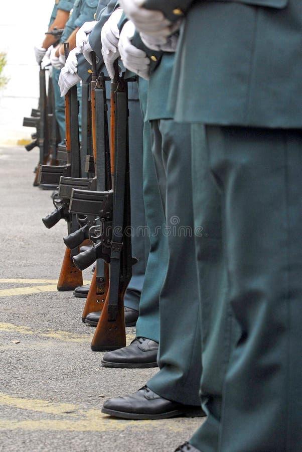 Detalle de los brazos del guardia civil español imagen de archivo