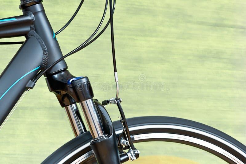 Detalle de los frenos del calibrador y de la bifurcación de la suspensión fotografía de archivo libre de regalías