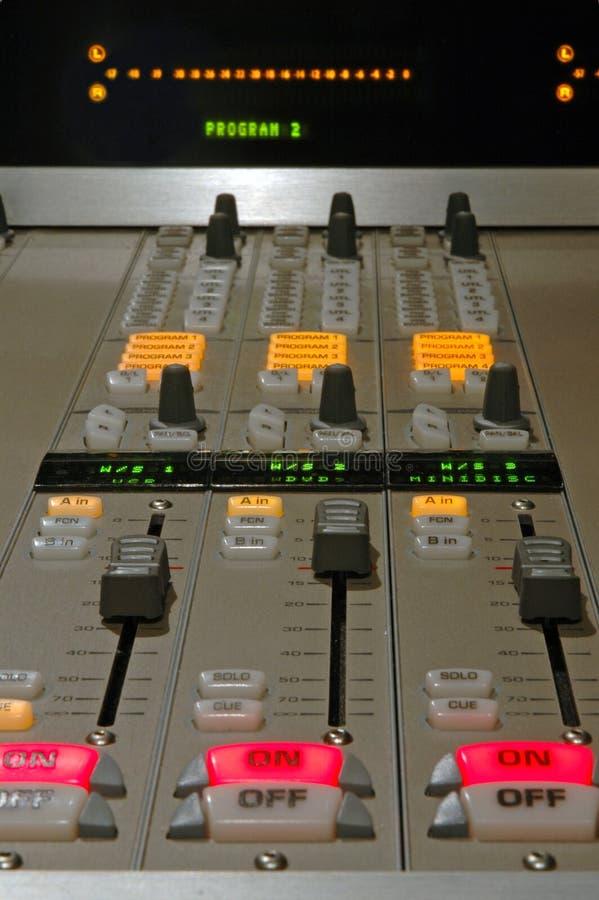 Download Detalle De Mezcla De La Consola Foto de archivo - Imagen de radio, mezclador: 184184