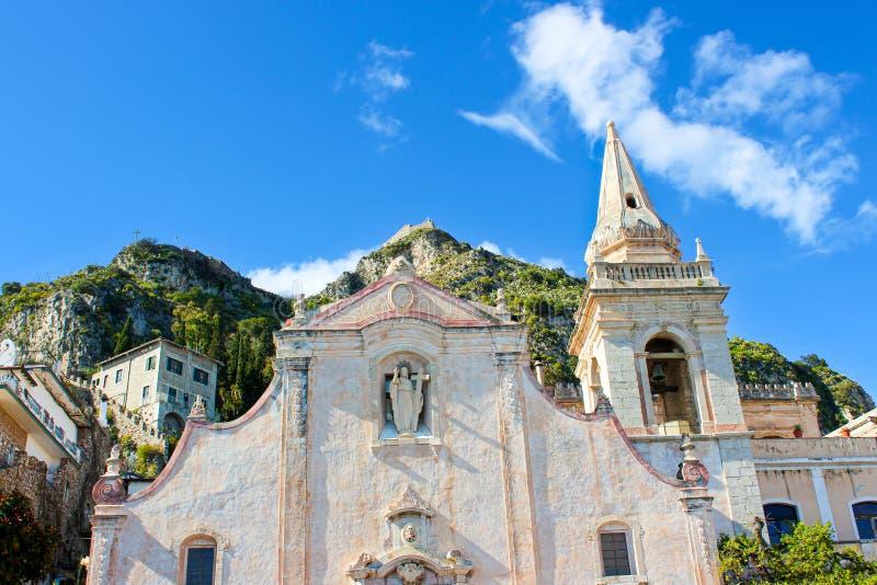 Detalle de San hermoso Giuseppe Church en cuadrado de la plaza IX Aprile en el centro de ciudad de Taormina, Sicilia, Italia imagen de archivo