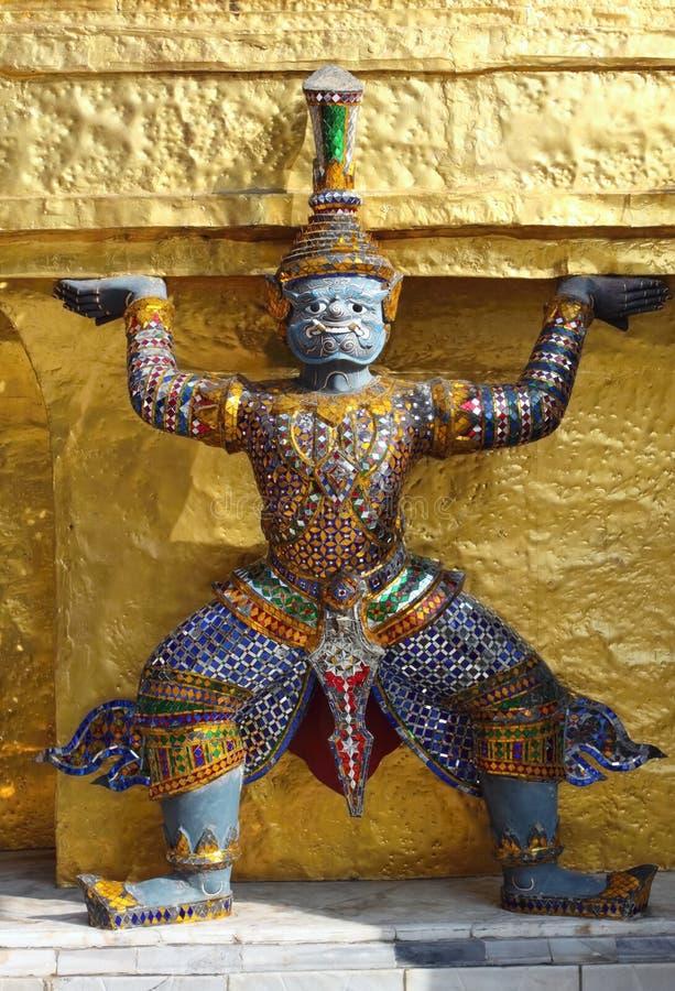 Detalle de Stupa de oro, demonio imagenes de archivo